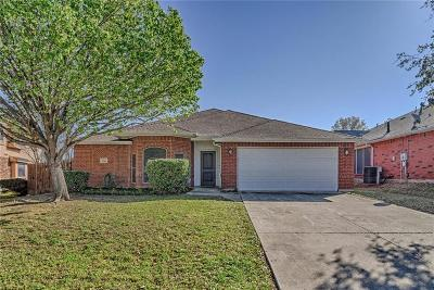 Arlington Single Family Home For Sale: 5710 Chelmsford Trail