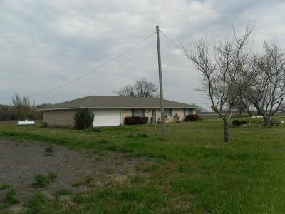 Farm & Ranch For Sale: 22655 Fm 744