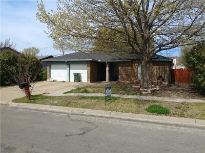 Arlington Single Family Home Active Option Contract: 1709 Bayou Drive