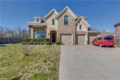 Tarrant County Single Family Home For Sale: 704 Irwin Drive