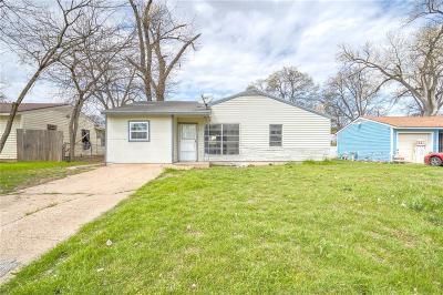 Dallas Single Family Home For Sale: 2431 E Pentagon Parkway