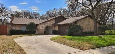 Bedford Single Family Home For Sale: 608 Sandlin Drive