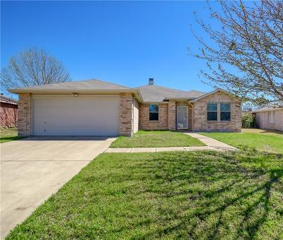 Tarrant County Single Family Home For Sale: 208 Blazing Star Trail