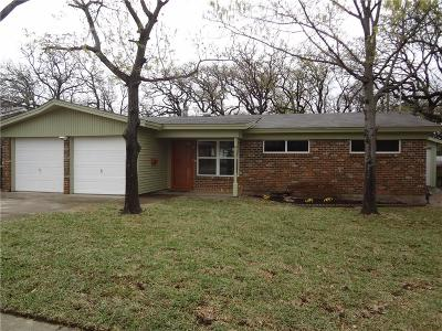 Bedford Single Family Home For Sale: 956 Jerry Lane