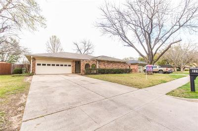 Arlington Single Family Home For Sale: 2205 Pin Oak Lane