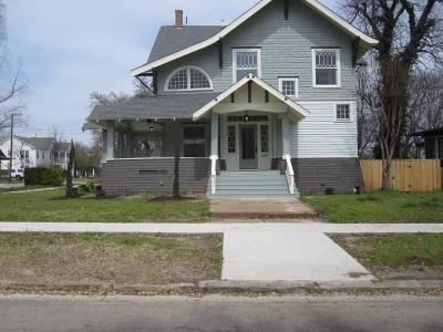 Denison Single Family Home Active Kick Out: 931 W Woodard Street