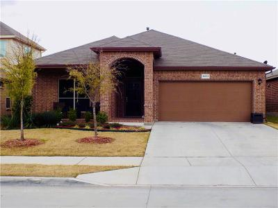 Fort Worth Single Family Home For Sale: 15717 Oak Pointe Drive