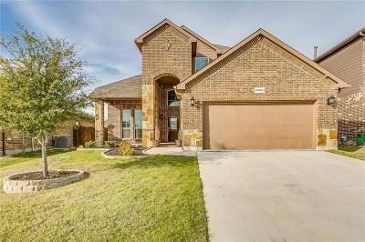 Fort Worth Single Family Home For Sale: 10425 Boxthorn Court