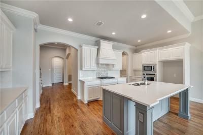 Keller Single Family Home For Sale: 312 Arrowhead Pass