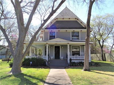 Single Family Home For Sale: 1028 S Travis Street