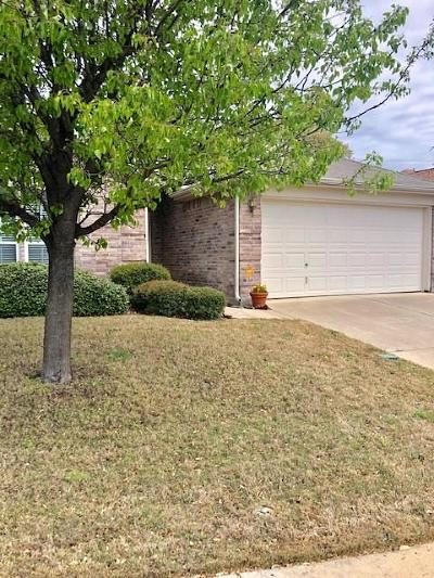 Azle Single Family Home Active Option Contract: 600 Clearbrook Street