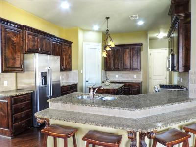 Euless Single Family Home For Sale: 605 Knott Court