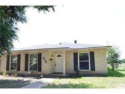 Grand Prairie Single Family Home Active Option Contract: 829 Oakland Street