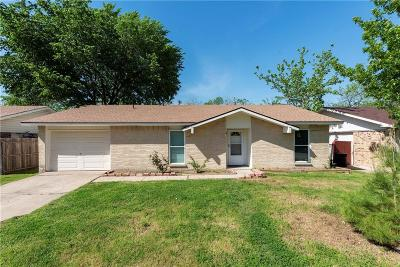 Grand Prairie Single Family Home For Sale: 914 La Fiesta Drive