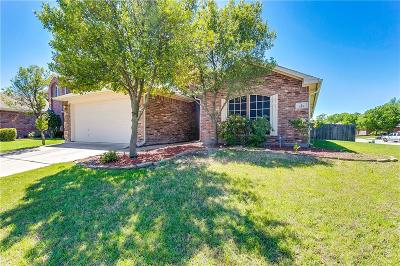 Azle Single Family Home For Sale: 112 Bridlewood Street