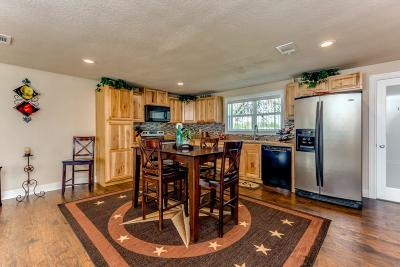 Alvord Single Family Home For Sale: 608 S Hubbard Street