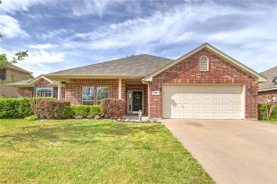 Burleson Single Family Home For Sale: 813 Heberle Drive