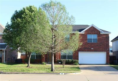 Fort Worth Single Family Home For Sale: 305 Deer Lake Drive
