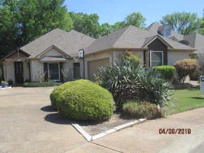 Desoto Single Family Home For Sale: 708 Village Green Drive