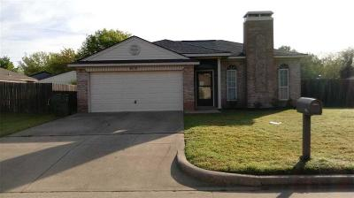 Mansfield Single Family Home Active Option Contract: 910 Canary Lane