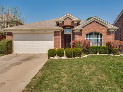 Euless Single Family Home For Sale: 203 Foreman Drive