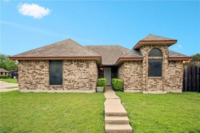 Fort Worth Single Family Home For Sale: 712 Blue Haze Drive