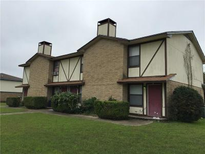 Benbrook Multi Family Home For Sale: 900 Cottonwood Trail
