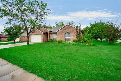 Burleson Single Family Home For Sale: 513 Marybeth Drive