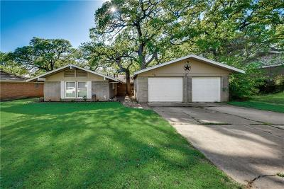 Euless Single Family Home For Sale: 610 Oakwood Drive