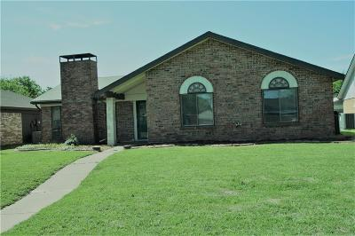 Dallas County Single Family Home Active Option Contract: 2926 Chariot Lane