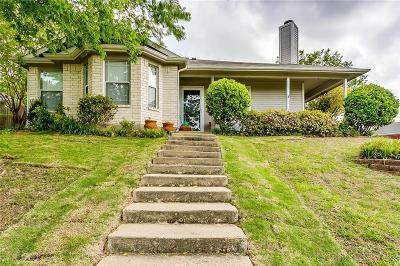 Tarrant County Single Family Home For Sale: 2426 Portland Drive
