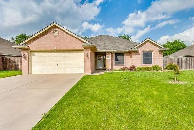 Tarrant County Single Family Home For Sale: 904 Heberle Drive