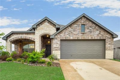 Tarrant County Single Family Home For Sale: 1712 Chivalry Lane