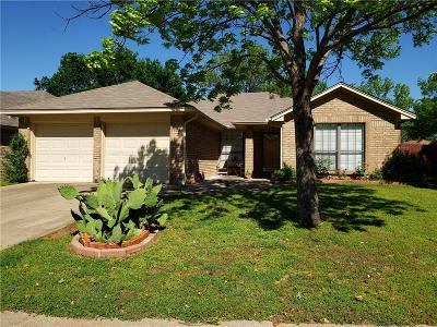 Hurst, Euless, Bedford Single Family Home For Sale: 1211 Trenton Lane