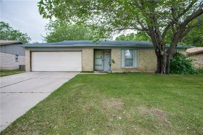 Burleson Single Family Home For Sale: 916 Vaughn Drive