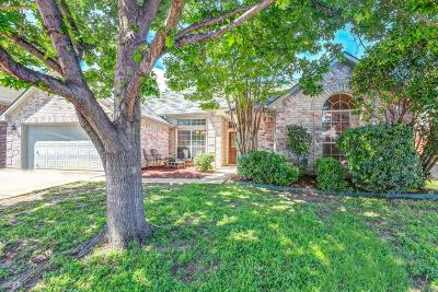 North Richland Hills Single Family Home For Sale: 6841 Dogwood Lane