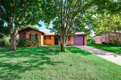Hurst, Euless, Bedford Single Family Home For Sale: 402 Westwood Drive