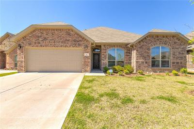 Burleson Single Family Home For Sale: 613 Peach Lane