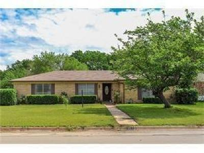 Burleson Single Family Home For Sale: 301 SE Gardens Boulevard