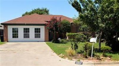 Dallas County, Denton County, Collin County, Cooke County, Grayson County, Jack County, Johnson County, Palo Pinto County, Parker County, Tarrant County, Wise County Single Family Home For Sale: 1017 Oakchase Court