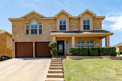 Fort Worth Single Family Home For Sale: 9833 Maryville Lane