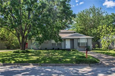Arlington Single Family Home For Sale: 802 Rosewood Lane
