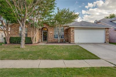 Haltom City Single Family Home For Sale: 3932 Larkspur Drive