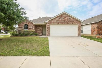 Fort Worth Single Family Home For Sale: 1001 Fort Apache Drive