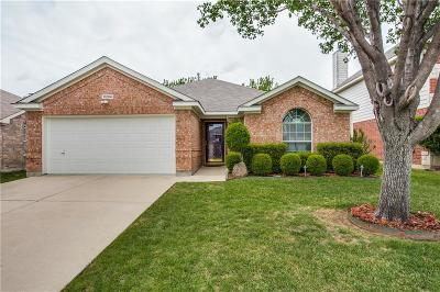 Fort Worth Single Family Home For Sale: 11204 Pleasant Wood Lane
