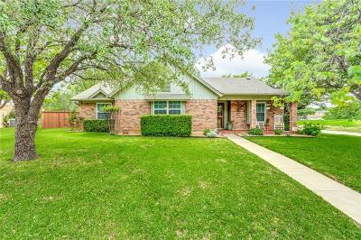 Tarrant County Single Family Home For Sale: 500 Hinsdale Drive