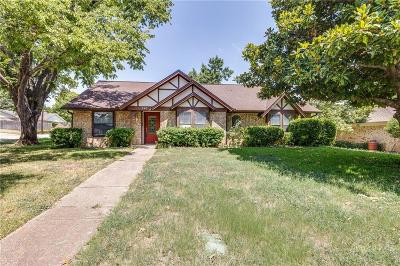Hurst Single Family Home For Sale: 340 Stratford Drive