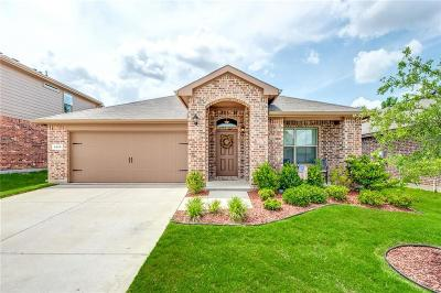 Fort Worth TX Single Family Home For Sale: $240,000