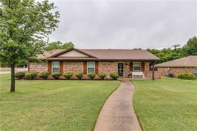 Grapevine Single Family Home For Sale: 2101 Pecos Drive
