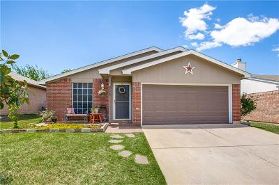 Tarrant County Single Family Home For Sale: 518 Hollyberry Drive